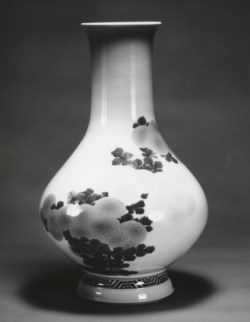WALTERS: Seifu Yohei III (Japanese, 1851-1914): Vase with Blue and Yellow Chrysanthemums 1903