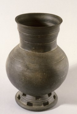 WALTERS: Korean: Footed Jar 400