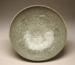 WALTERS: Korean: Bowl with Design of Phoenixes and Flowers 1200