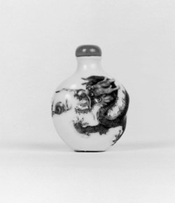 WALTERS: Chinese: Snuff Bottle with Dragon 1821