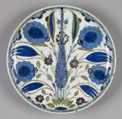 WALTERS: Turkish: Iznik Fritware Plate 1525