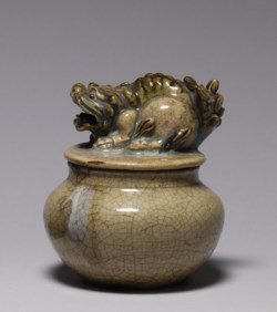 WALTERS: Japanese: Jar with Fu-lion Cover 1525