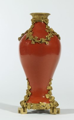 WALTERS: Chinese: Vase with a Grapevine Motif 1725