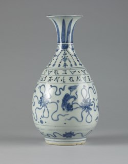 WALTERS: Chinese: Bottle Vase Made for a Portuguese Trader 1552