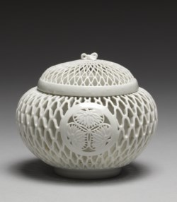 "WALTERS: Japanese: Incense Burner (""Koro"") with Tokugawa Family Crest (""Aoi mon"") 1763"
