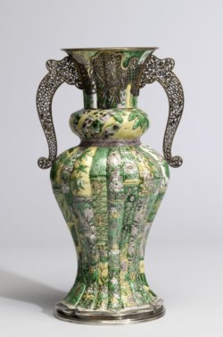 WALTERS: Chinese: Vase with Floral Sprays 1675